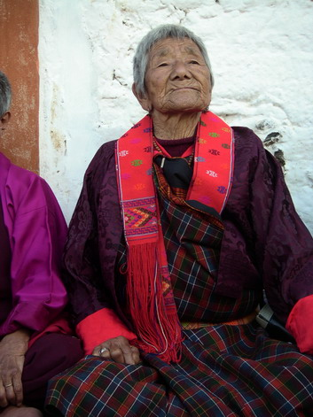 Old woman at tsechu